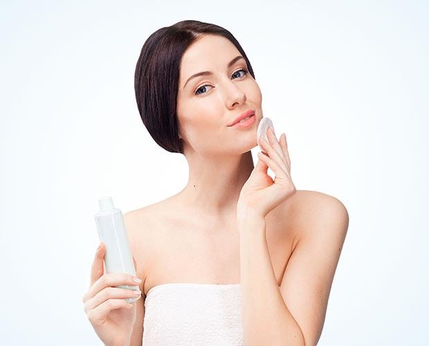 Dù bạn có trang điểm hay không, tẩy trang vẫn là một bước cần thiết để loại bỏ bụi bẩn, mỹ phẩm và tế bào chết